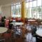 神戸での憧れの大学生活を夢見て、学生食堂へLet's go!